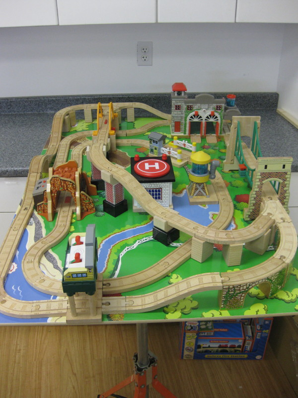 Custom Designed Train Tables : train sets table - pezcame.com